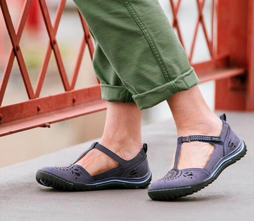 Shoes for Ball of Foot Pain (Metatarsalgia): 6 Stylish Options with Underfoot Cushioning