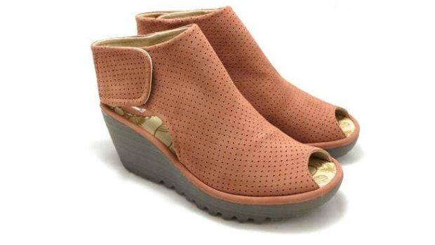 Blush Shoes | Fly London Yahl