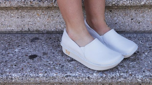 The Best Nursing Shoes For Long Shifts On Hard Tile Floors