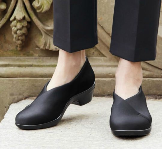Comfortable Pumps for Bunions: Aravon Kitt Asym
