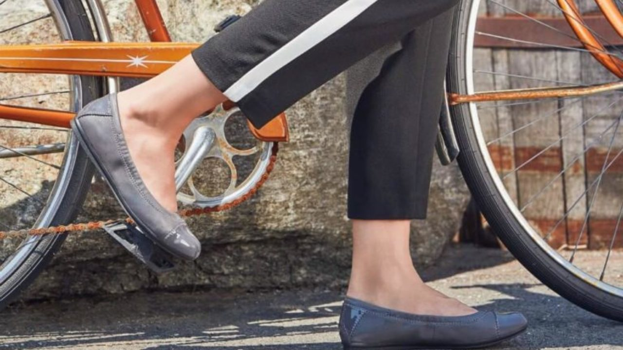 Comfortable Flats for Wide Feet/Bunions