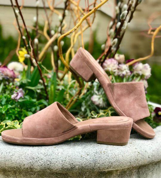 me too shoes: Yolo mule