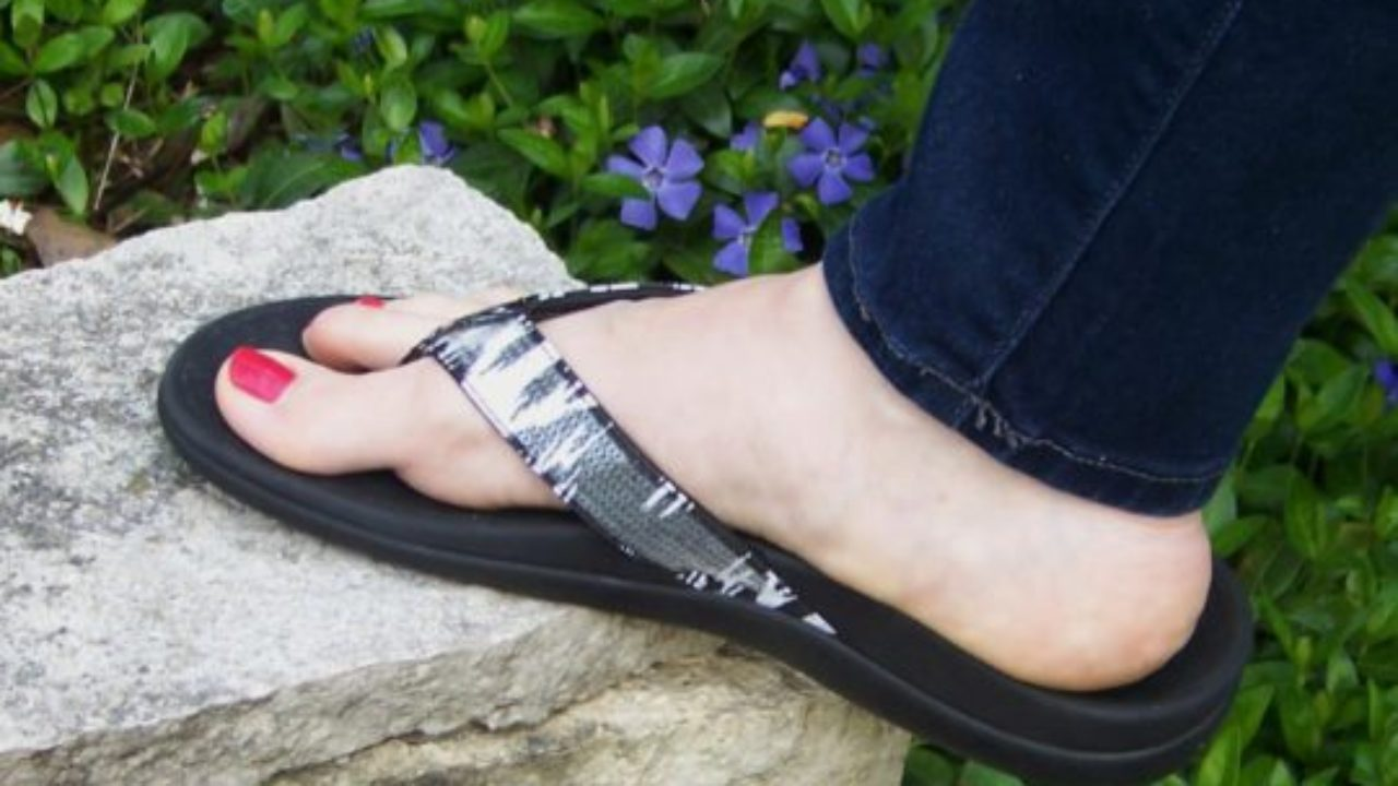 Do's and Don'ts of Shoes for Heel Pain