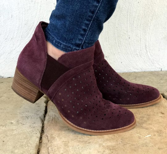Earth Booties Review : The Gorgeous Keren Ankle Boot in Plum Suede