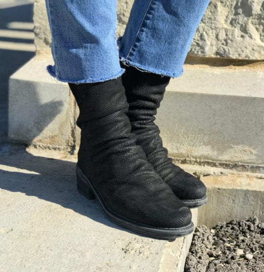 OTBT Boots : Cushioned Comfort for City and Country Excursions